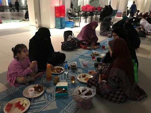Program Rahmah : Menyediakan Jamuan Berbuka Puasa Sempena Puasa A'syura di Masjid Tuanku Mizan Zainal Abidin , Putrajaya